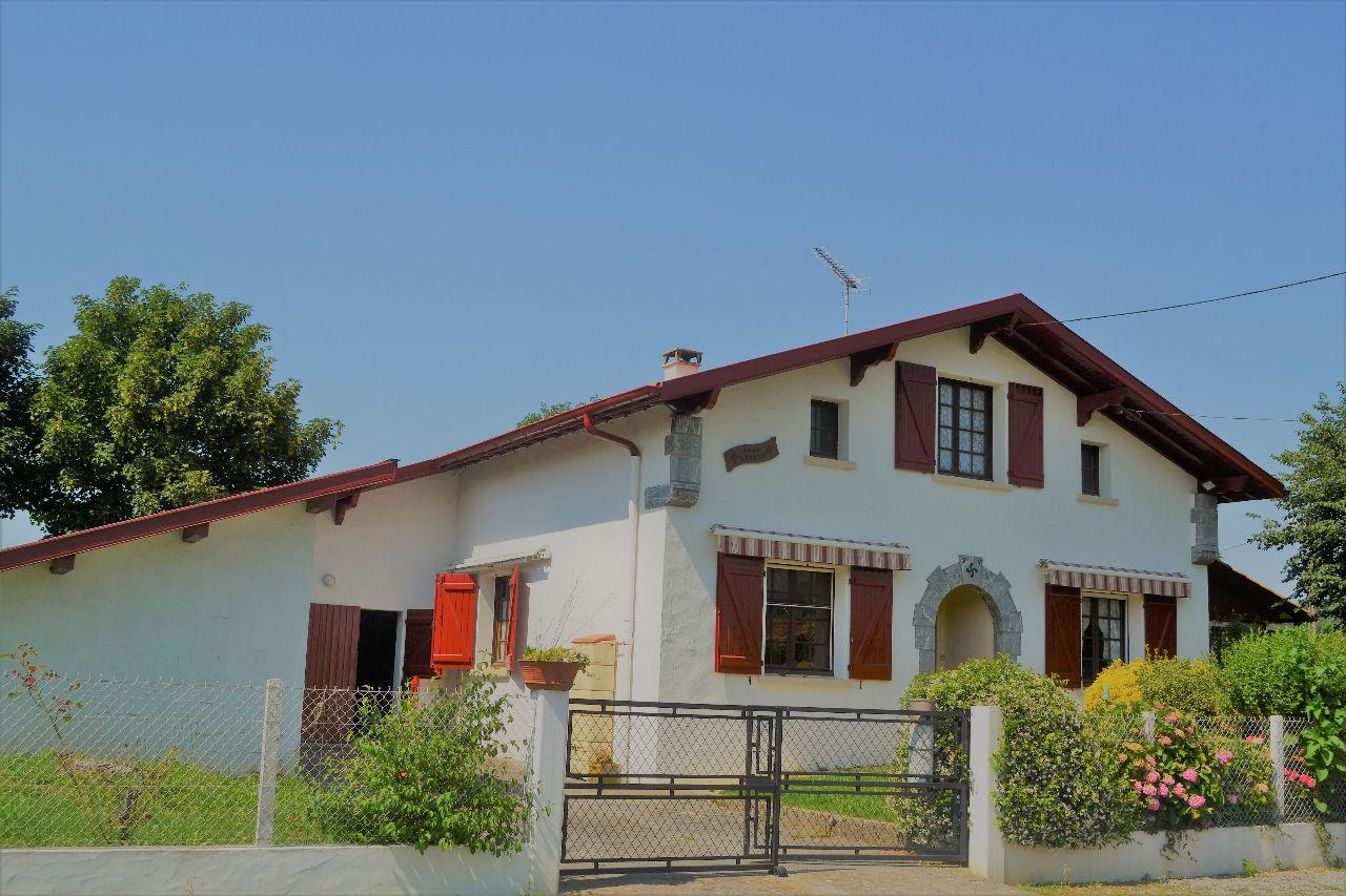 Maison hasparren a vendre era sainsevin immobilier for Maison ou appartement a louer